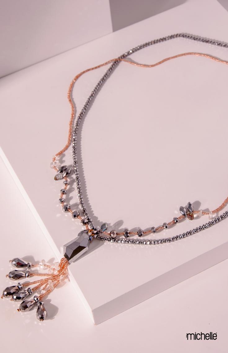 6f91a0dbbe93 Collar largo en color plata y dorado con piedras de cristal cortado ...
