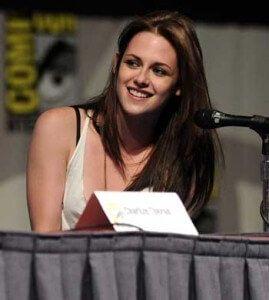"""Revelan 1ras Imágenes y datos de """"Blancanieves y el Cazador"""" con Kristen Stewart (+Imágenes). - http://bit.ly/1NRnw8g   -  Be-OpenMinded -"""