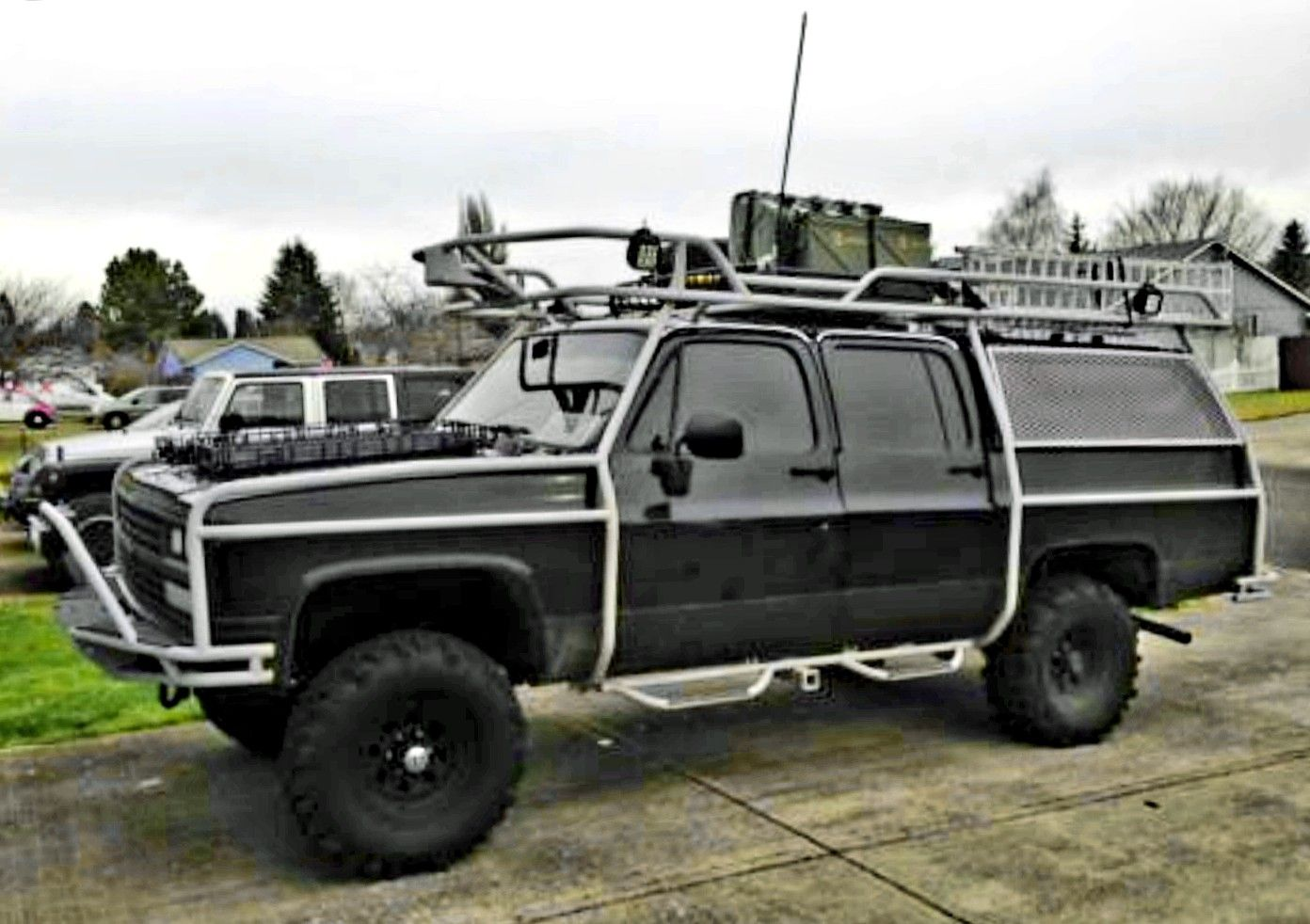 1990 Chevy Suburban 4x4 Exoskeleton Chevy Suburban Chevy Trucks Overland Vehicles