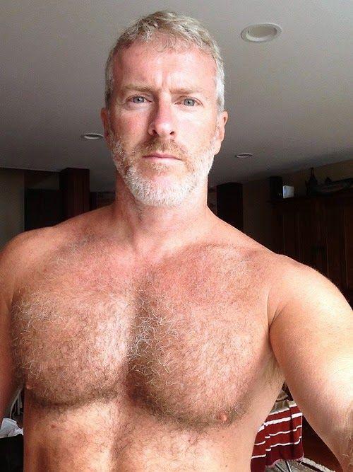 sexy Männer unterhalten sich