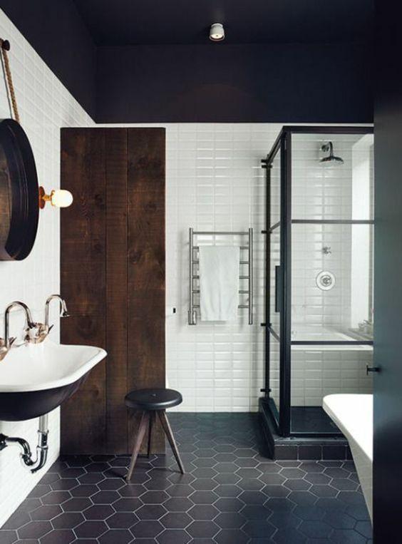Du noir et blanc dans une salle de bain, une valeur sure ! Salle