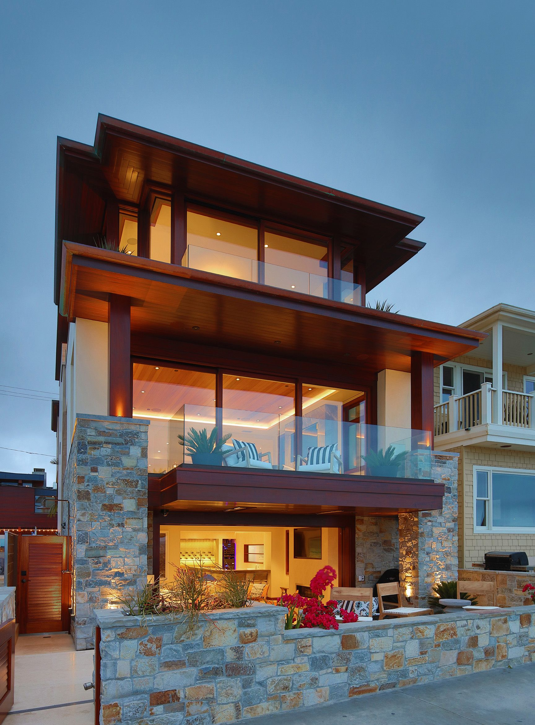 Modern Beachfront Home Exterior Beachfront House Small House Design Exterior Contemporary Beach House