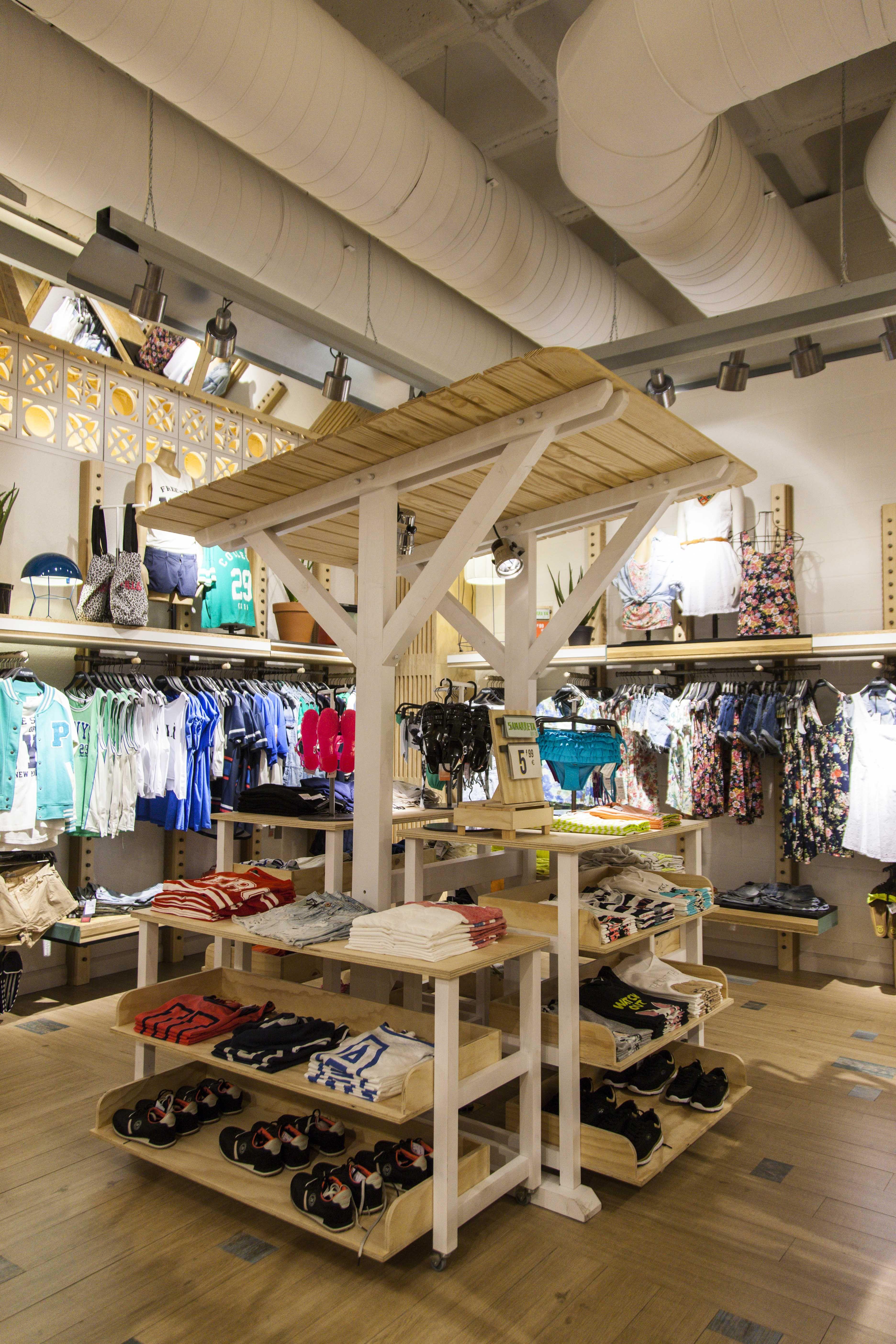 Contract interiorismo dise o for Disenos de tiendas de ropa modernas
