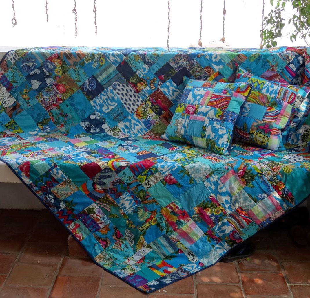 Couvre Lit Jete De Canape Tenture Bleu Et Multicolore En Patchwork Avec 2 Coussins Textiles Et Tapis Par Akkacreation Jete De Canape Couvre Lit Coussin