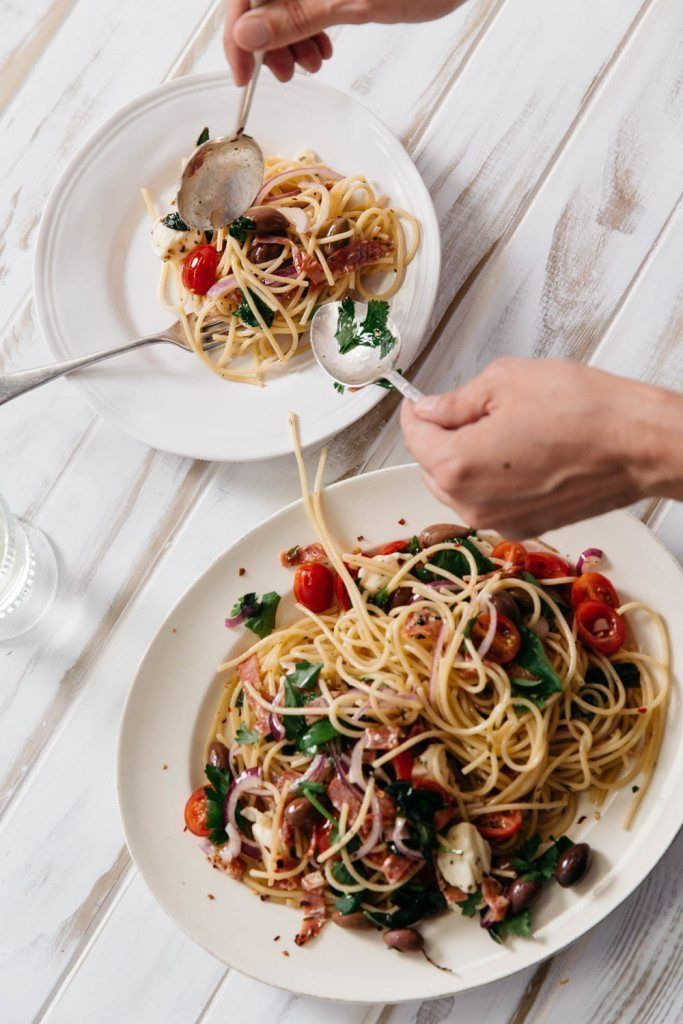 Spaghetti Pizzaiola – No cook sauce, on the table in minutes