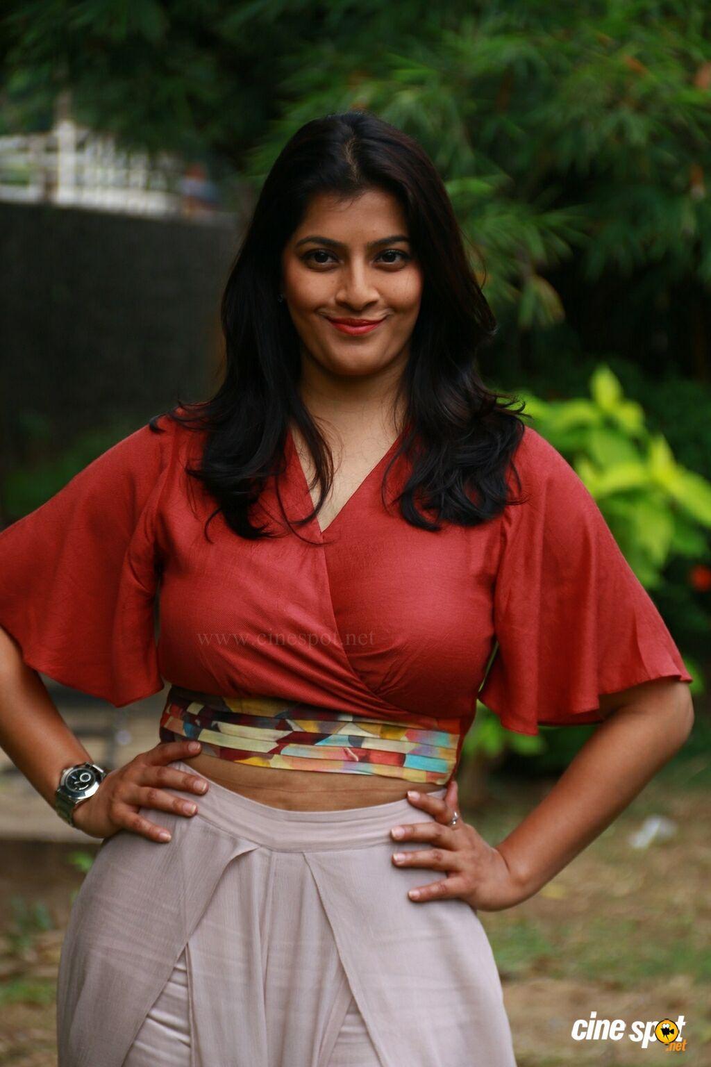 Varalaxmi Sarathkumar at Sathya Movie Success Meet (1 ...