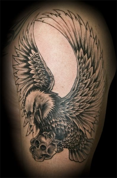 adler mit skull tattoo eagle tattoos and tatting. Black Bedroom Furniture Sets. Home Design Ideas