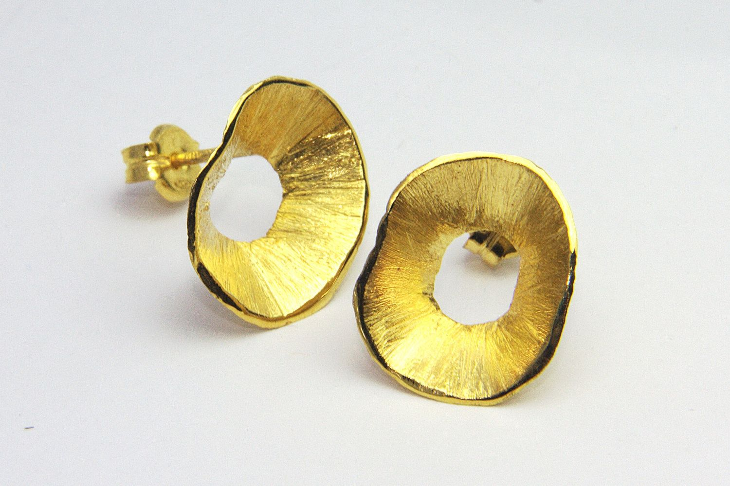 delicate stud neta wolpe round earrings hammered gold