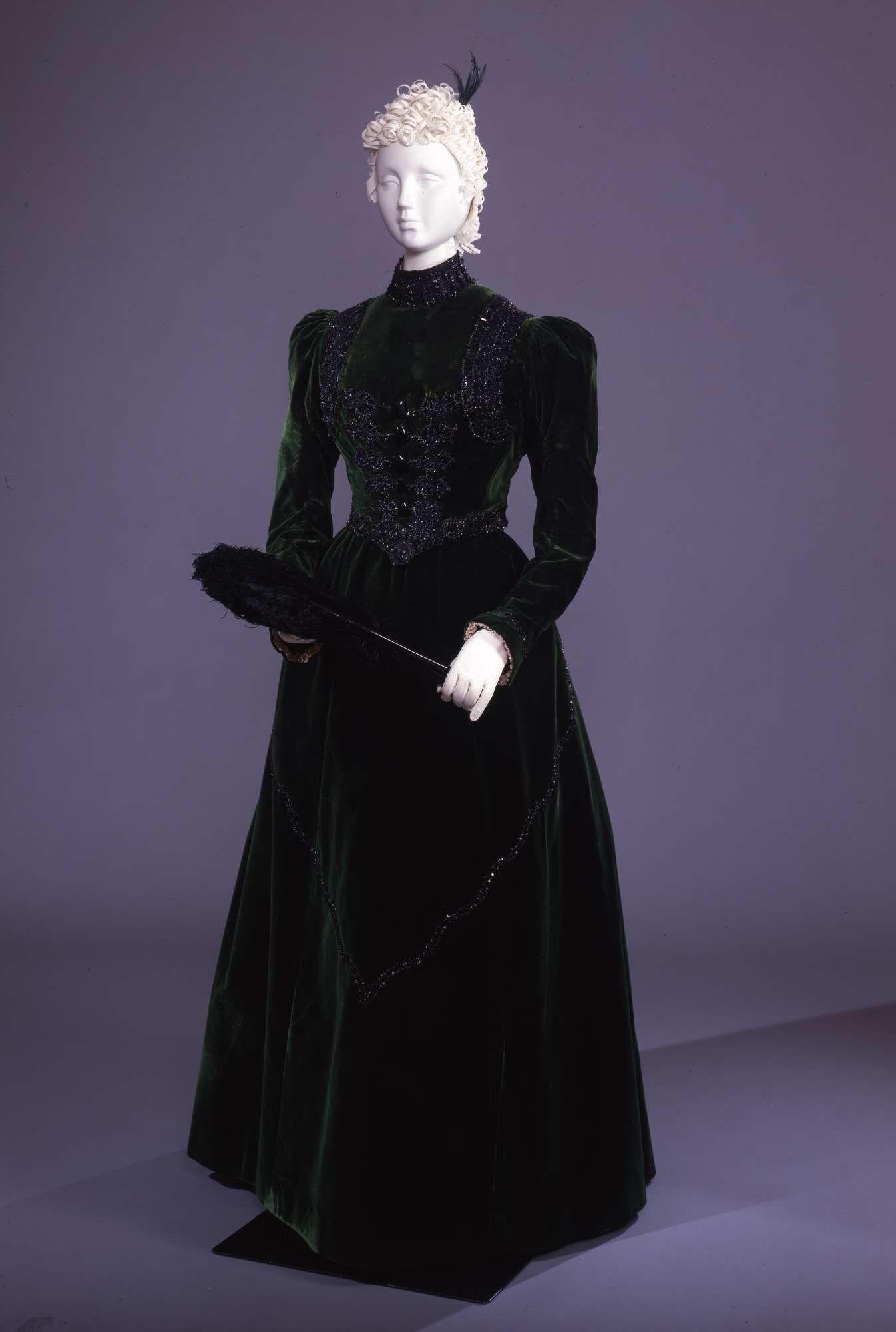 1890 - Visiting dress - Velvet, satin