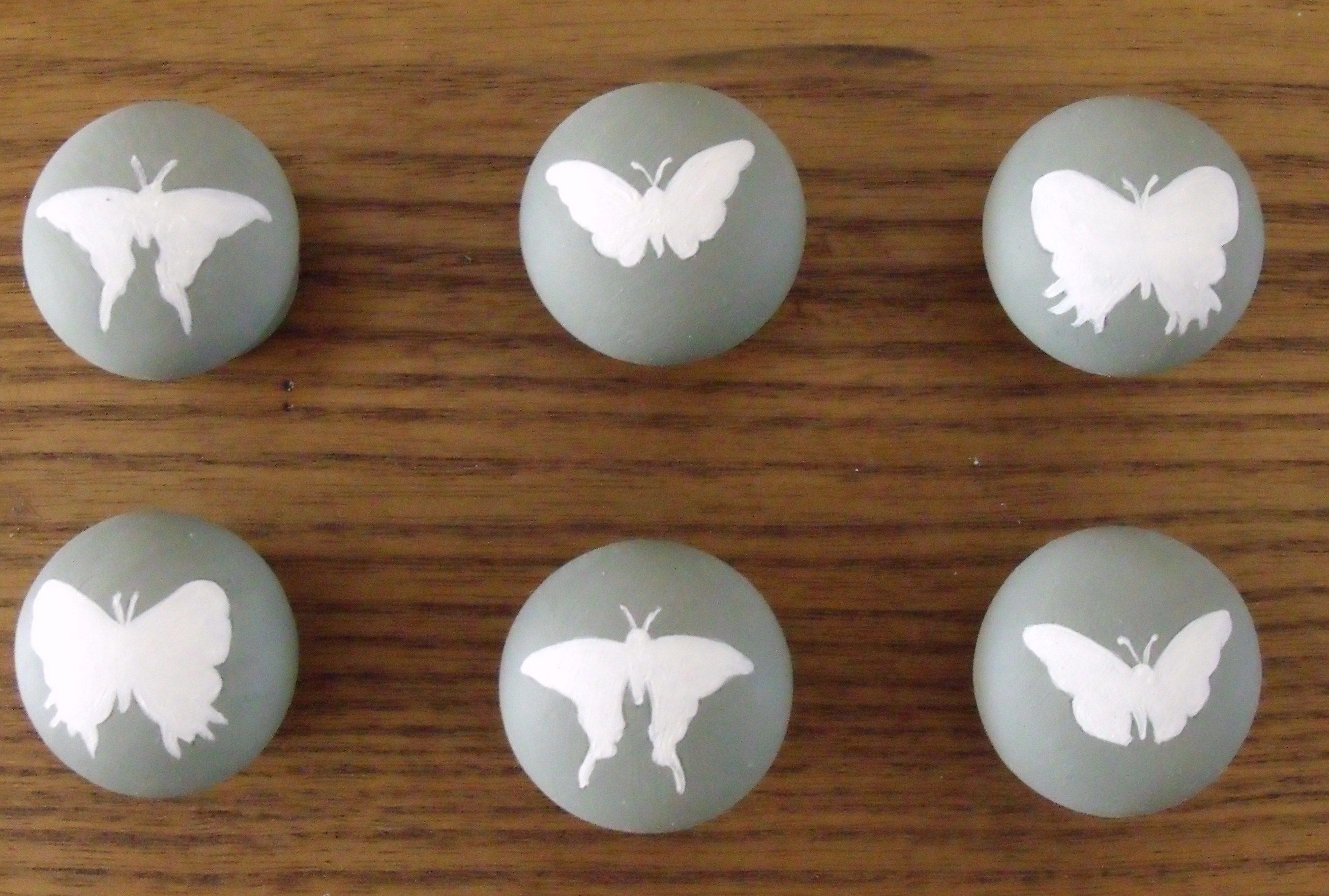 Hand painted butterfly drawer/door knobs | DIY | Pinterest | Door ...