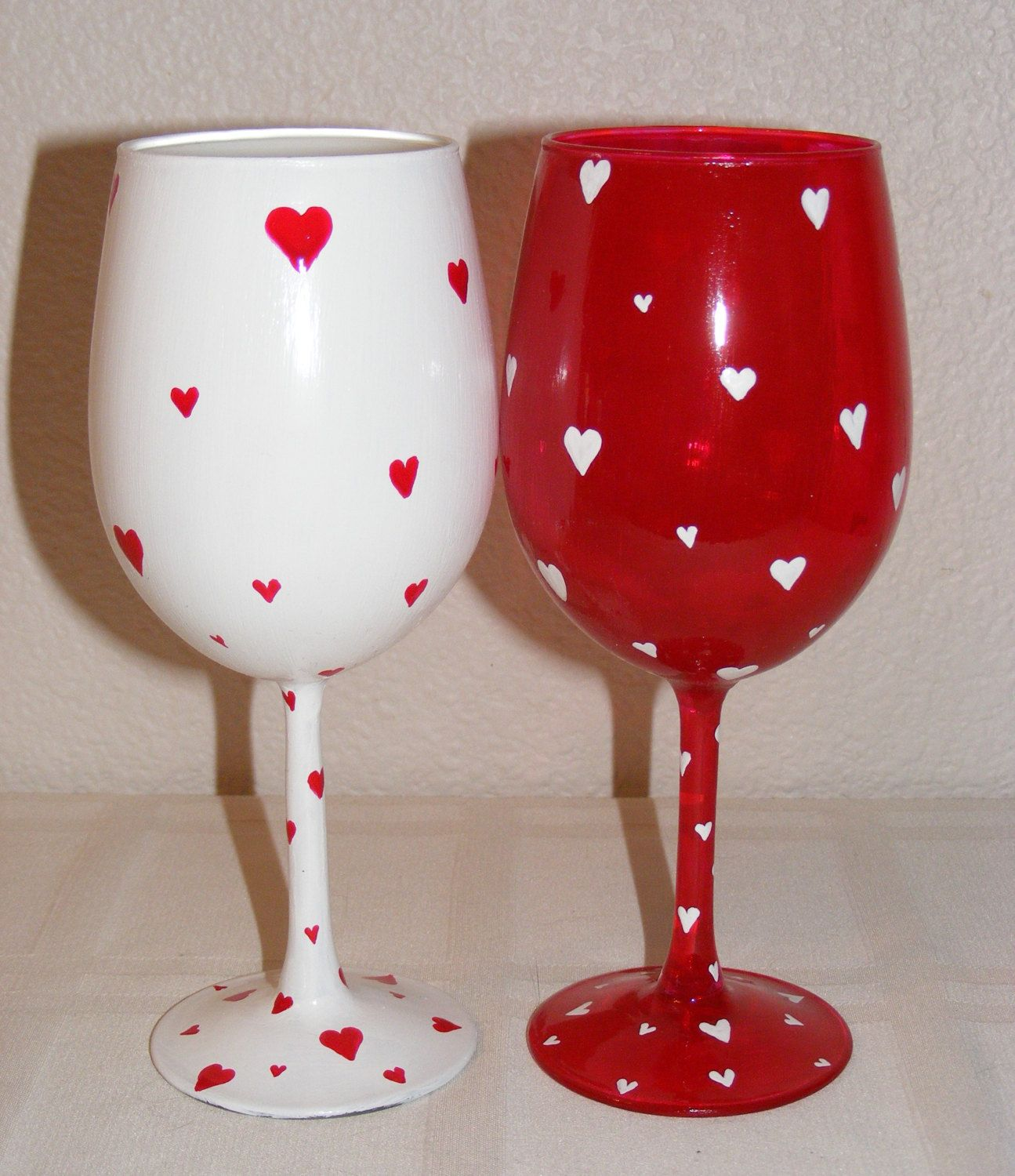 Red And White Hand Painted Asymmetrical Heart Valentine Wine Glasses One Pair 25 00 Via Etsy Wine Glass Designs Hand Painted Wine Glasses Wine Glass Crafts