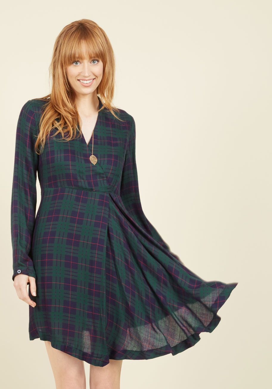 All Supper Long Dress The Classic Aesthetic Of This Green Plaid Dress Is One Mod Cloth Dresses Dresses Long Sleeve Maxi Dress [ 1304 x 913 Pixel ]