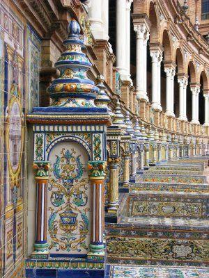Plaza de España, Sevilla çini işletmeciliği müthiş. Birbirleri ile bu kadar uyumlu bunca renk kullanımı büyülüyor