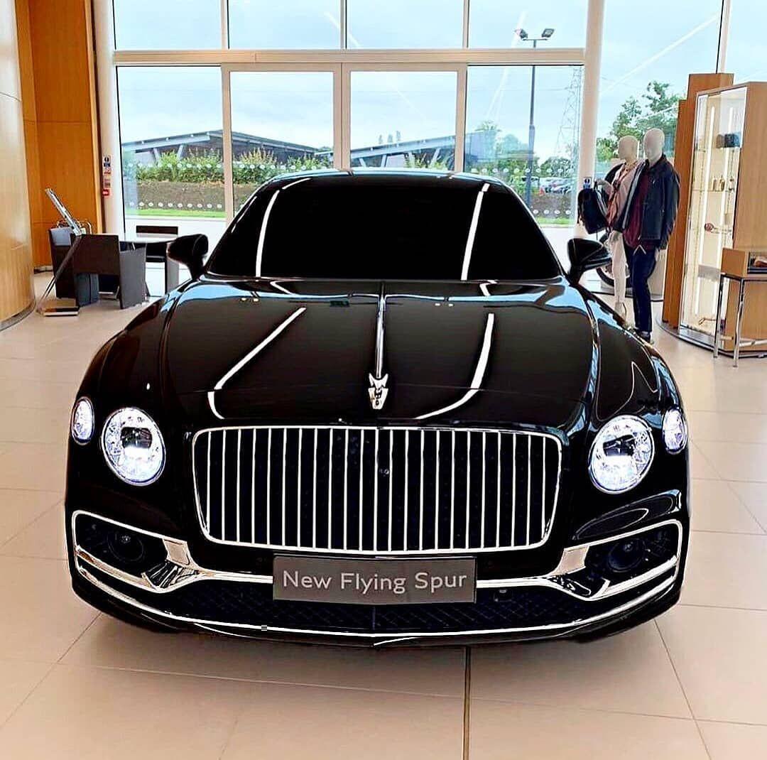 Supercar Duo Luxurycorp Rollsroyce: L'immagine Può Contenere: Auto