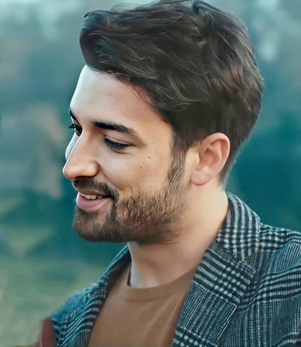 Pin de Dézy en Alp en 2020   Hombres turcos, Celebridades