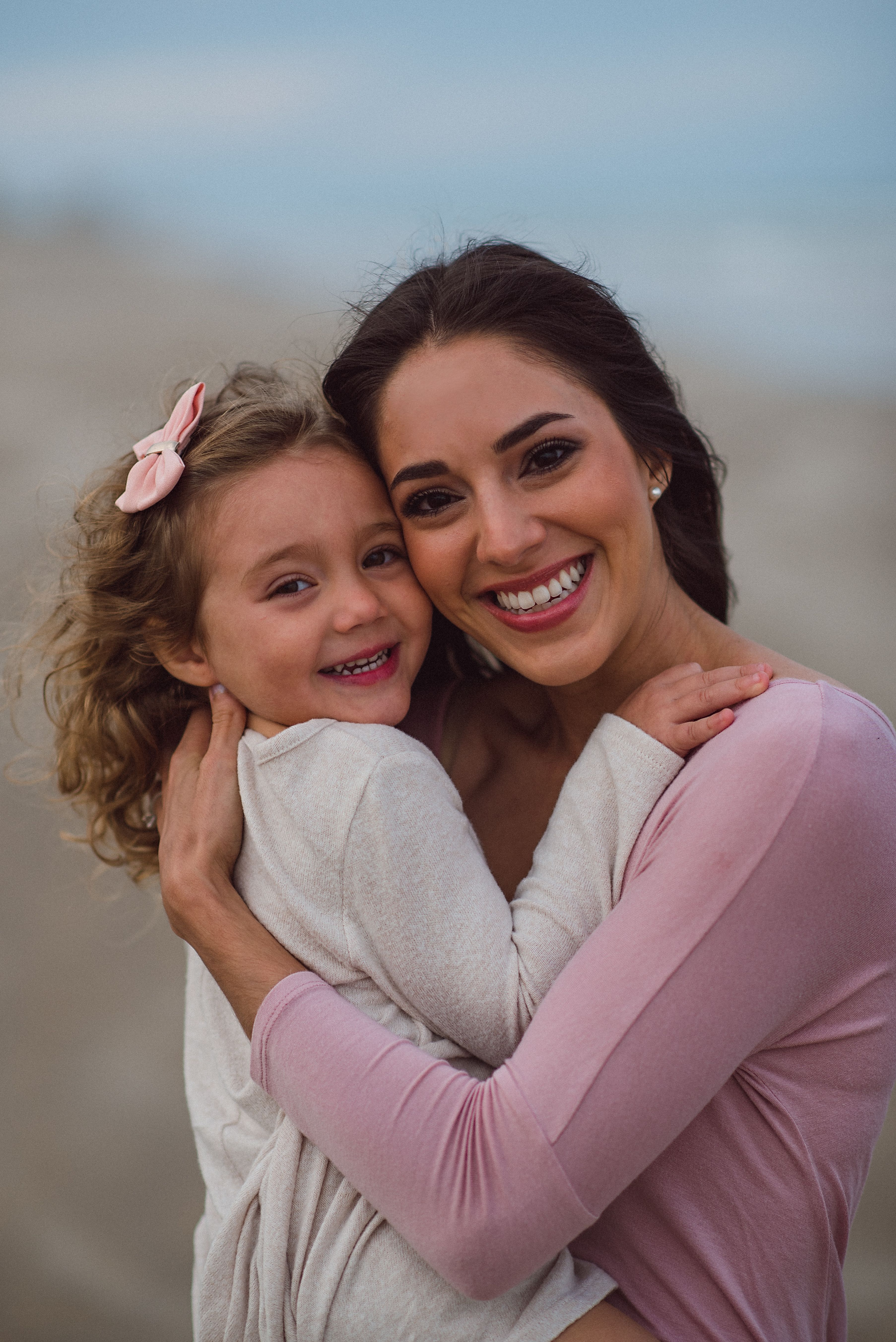 photography pose | Mother daughter photography, Mother
