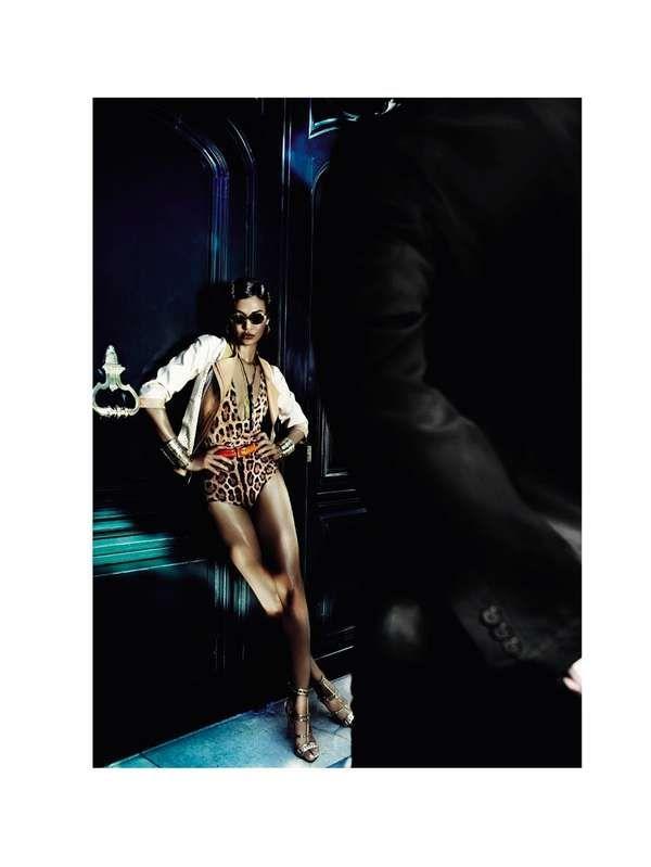 Vogue Brazil 'Quase Nua Na Rua'