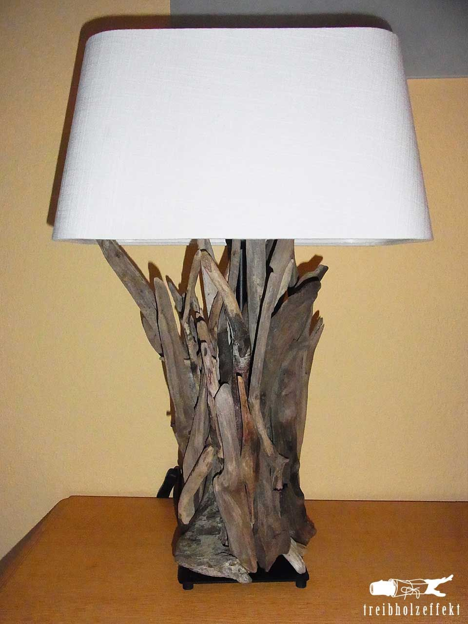 diy lampen aus treibholz driftwood woods and lights. Black Bedroom Furniture Sets. Home Design Ideas
