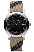 """Burberry presenta le sue nuove collezioni di orologi prodotti inSvizzera. Gli orologi Burberry sono dimostrazione tangibile del connubio tra innovazione estetica e sapiente artigianalità. Presente in ogni modello la rinomata trama Burberry """"Check"""", più o meno nascosta nei dettagli dell'orologio: dal cinturino, al quadrante, al bracciale in acciaio,fino alla corona. Dettagliche rendono inconfondibile e desiderabile ogni creazione dei segnatempo Burberry.    Caratteristiche:    Cassa ..."""