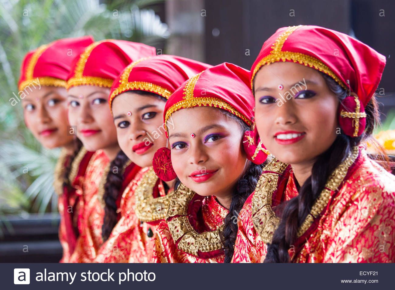 bc2600406 Girls Dressed In Traditional Clothing In Kathmandu, Nepal Stock ...