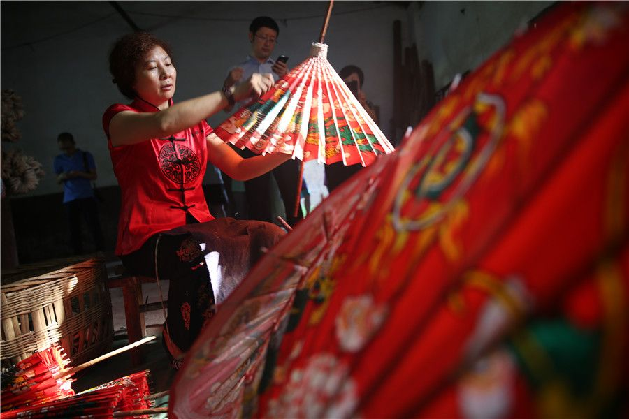 When in China: Traditional oil paper umbrellas shine in modern age   for urban women   Asia's top modern women lifestyle blog