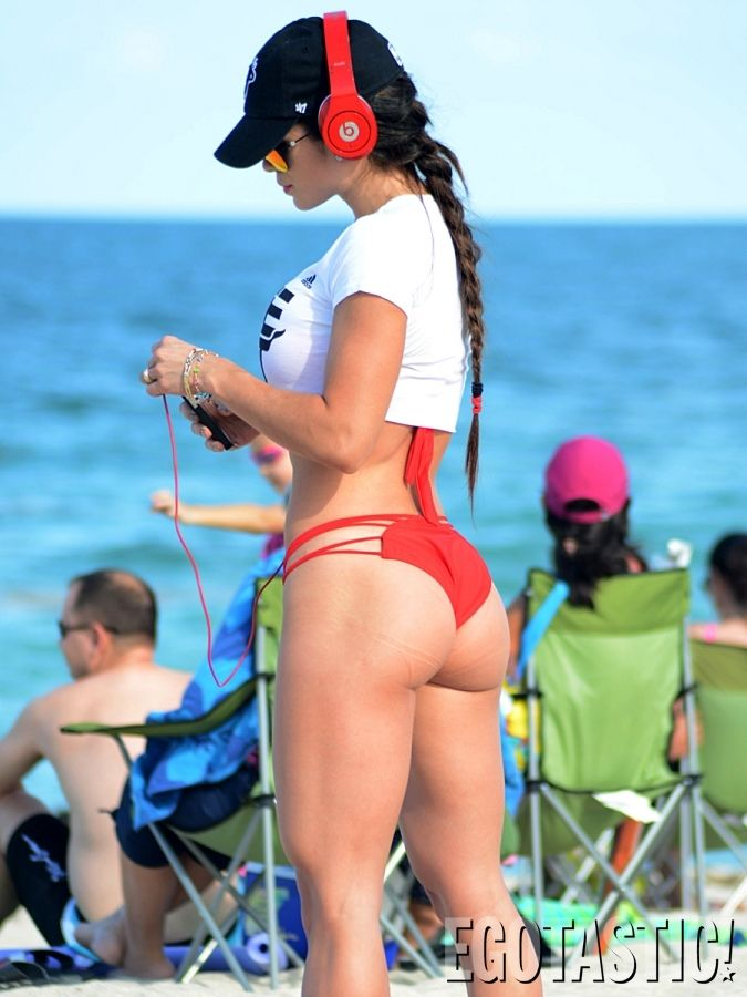 Michelle-Lewin-in-a-Red-Bikini-on-Miami-Beach-05-675x900.jpg