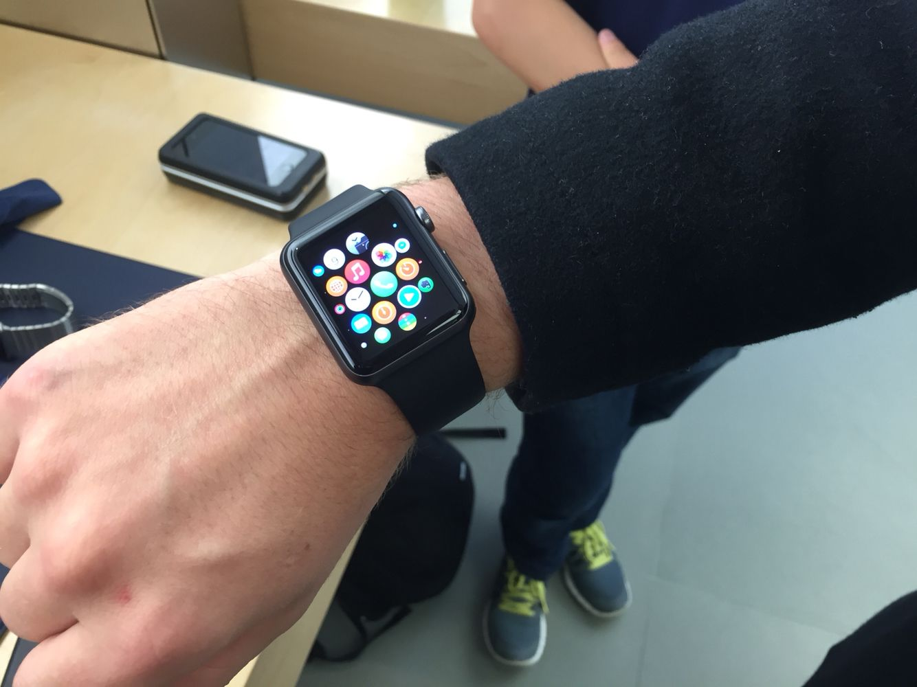 Space grey Apple Watch Sport with black sports band Relogios