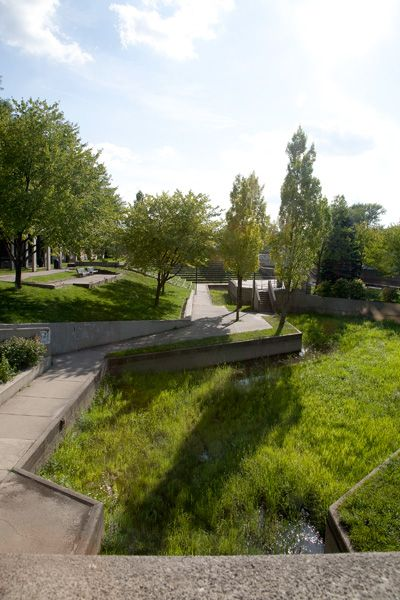 Riverbank Park Flint Mi Designed By Satoru Nishita At Halprin And Associates Urban Landscape Modern Landscaping Landscape Architecture Design