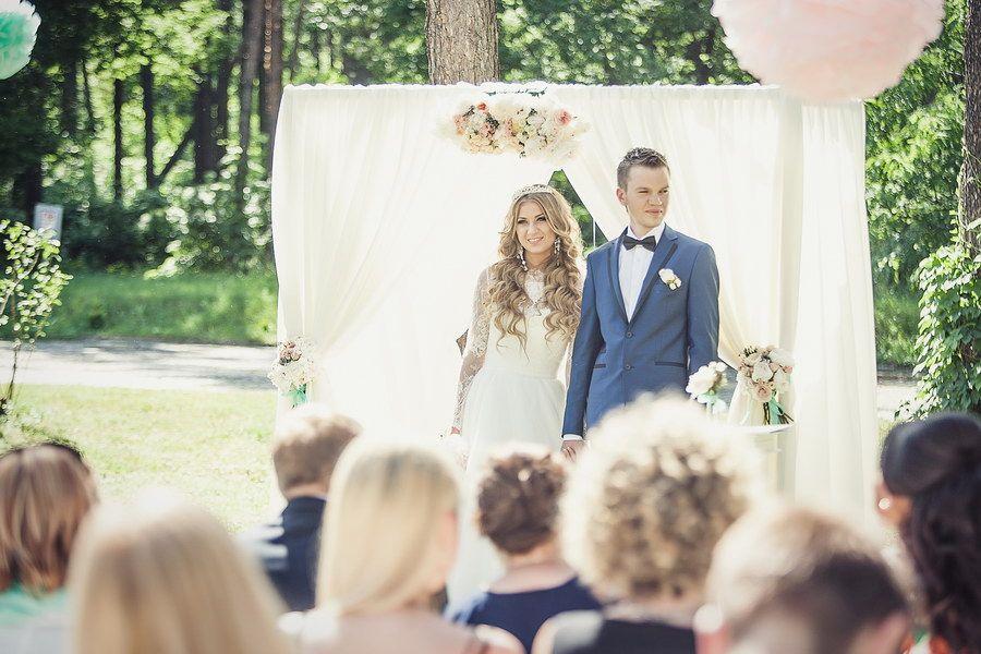 Свадебная церемония в нежных тонах.