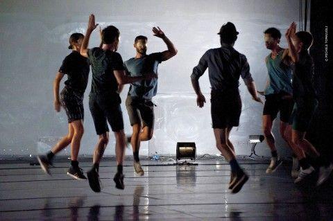 Si è da poco concluso DNA, il focus a cura di Annalea Antolini dedicato alla danza nazionale autoriale all'interno del Romaeuropa Festival 2012. Un progetto, quello di DNA, che arricchisce il festival donandogli la sospensione di un tempo in cui poter mettere a fuoco alcune delle personalità artistiche più interessanti della nuova generazione di coreografi italiani.