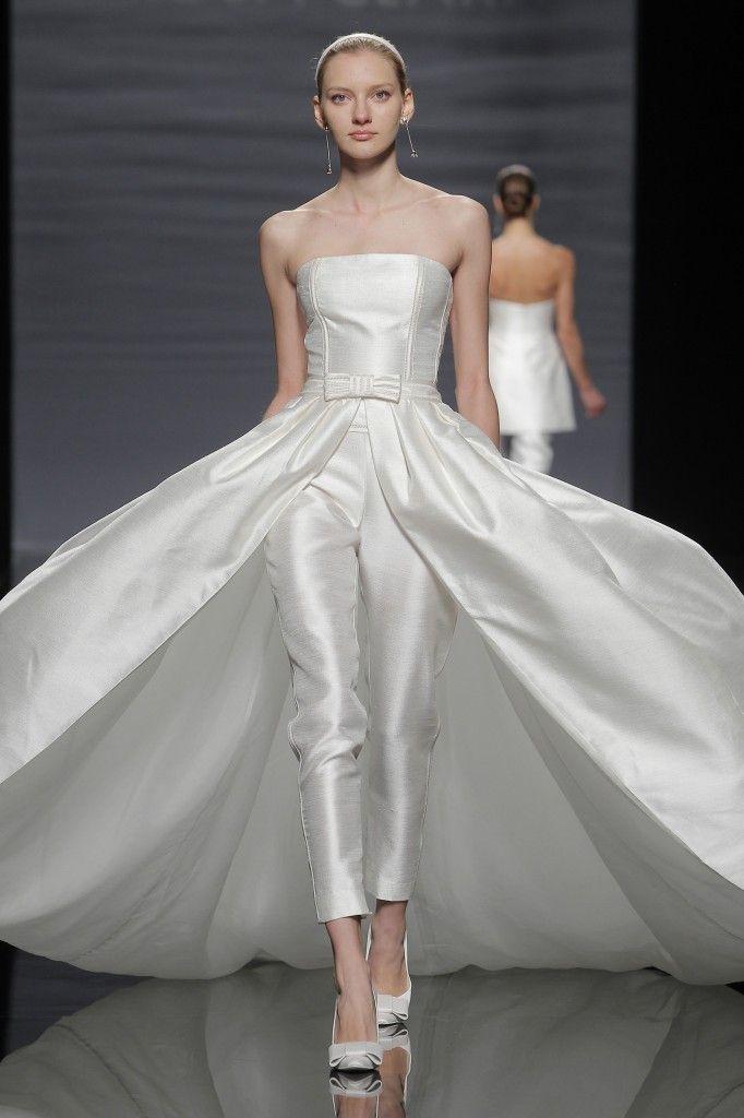 Vestido de novia en satén, strapless palabra de honor, con pantalon ...