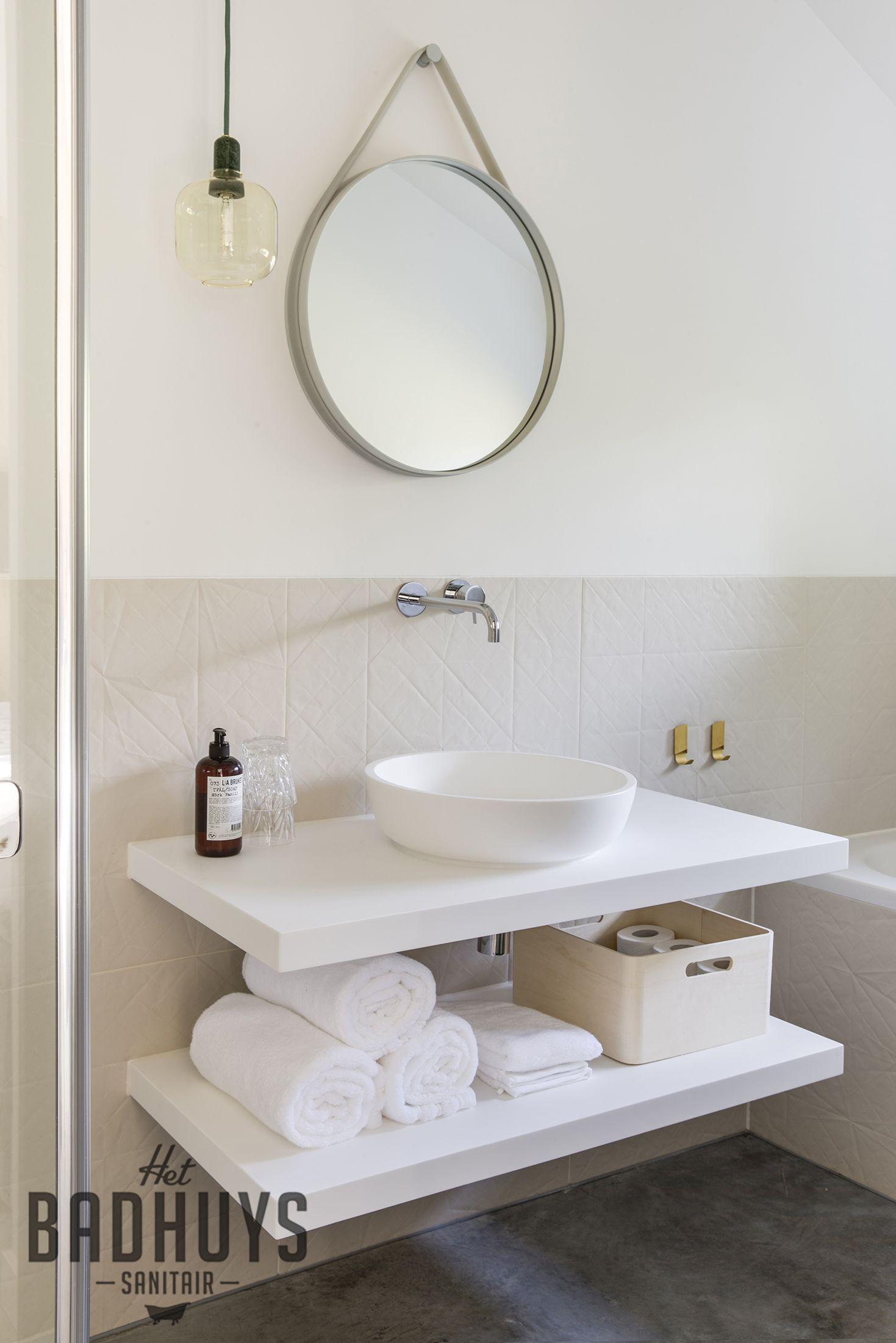 Unieke badkamer in oude boerderij, Corian wastafel | Het Badhuys ...