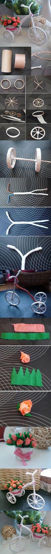 Preciosa bicicleta en miniatura con cesta de flores