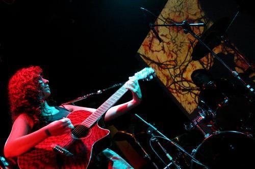 """liberarte, 9 de nov 2006, por Damian Benetucci ( <A HREF=""""http://www.damianbenetucci.com.ar"""" TARGET=_top>http://www.damianbenetucci.com.ar</A> ) <BR> <BR>* <BR> <BR>pongo esta foto, porque esa noche tocamos con Boreales y fue grosso verlos...como anoche <BR>cómoe stán estos pibes loco! grossos mal. y el EP (Lecciones) suena con tutti. <BR>RECOMIENDO! <A HREF=""""http://www.myspace.com/borealesrock"""" TARGET=_top&..."""