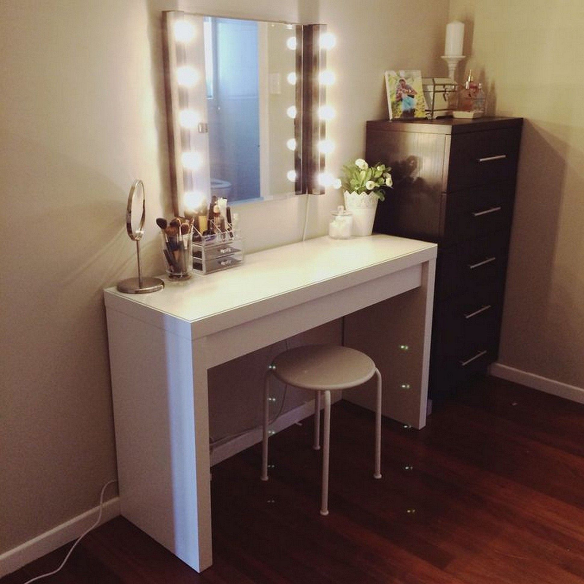 25 Diy Vanity Mirror Ideas With Lights Mab Ikea Vanity Bedroom Vanity Set Diy Vanity Mirror