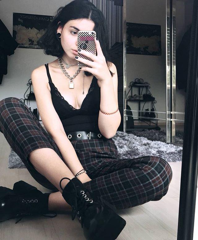 Folgen Sie ALTGirl Alternativer Stil Grunge-Stil Gotischer Stil Grunge Girl Grunge O ... #grungeoutfits