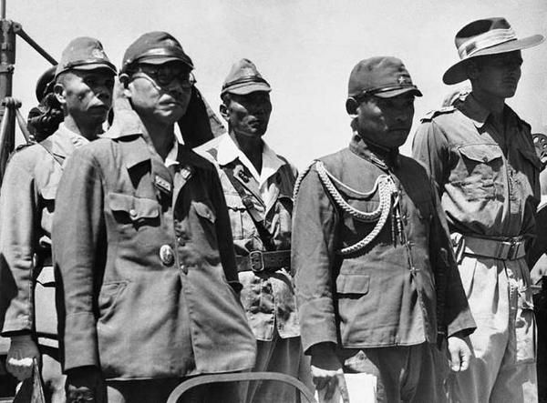 15 Agustus 1945 Kaisar Hirohito Melalui Radio Mngumumkan Kekalahan