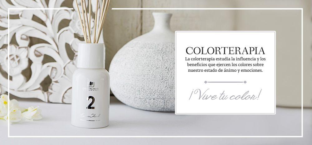 #COLORTERAPIA de #Cristalinas. BLANCO: PAZ INTERIOR + ESDENCIA FLORAL. Para potenciar la influencia del color blanco, un #perfume de notas florales blancas como #magnolia y #jazmín nos envuelven aportando un ambiente de profunda serenidad. #ambientador #dffuser #mikados