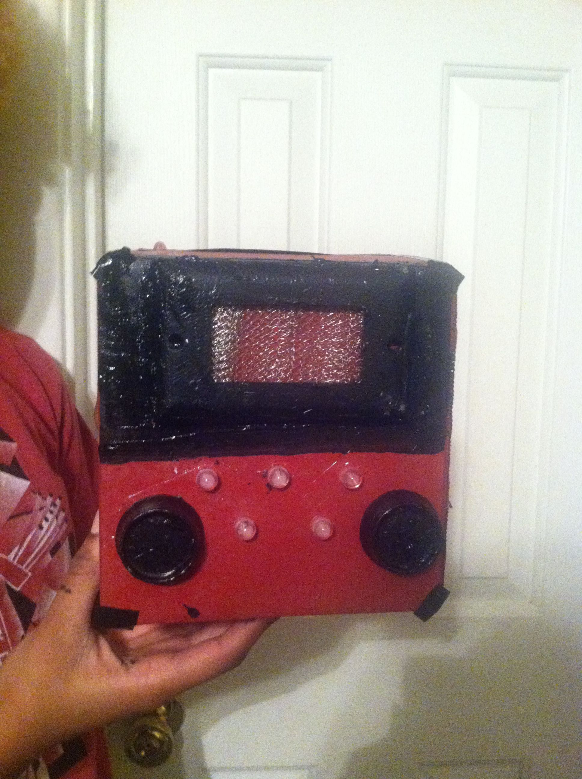 Create a vintage radio from a box.