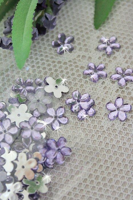 Diamant-Streublüten in flieder
