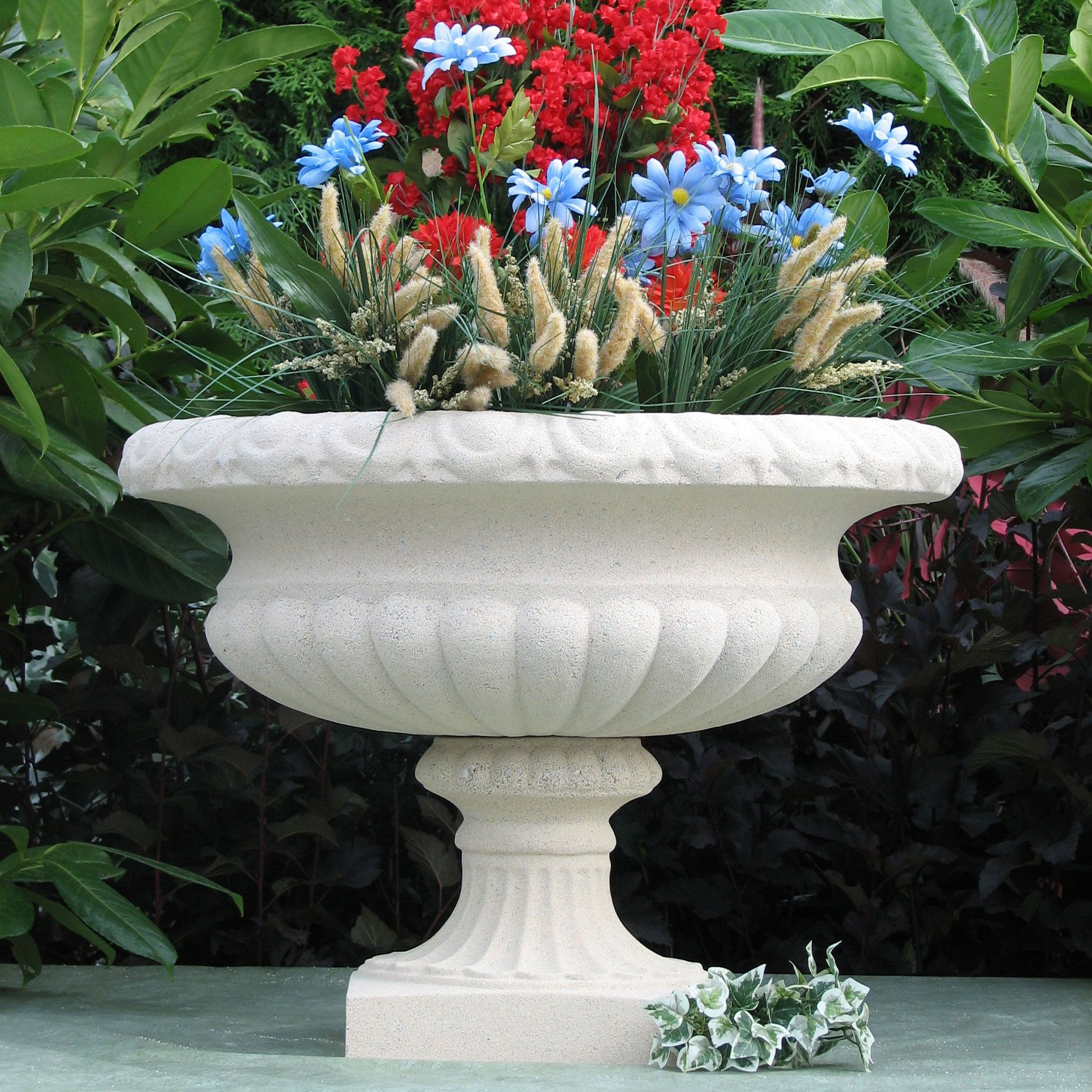 This Gothic Urn Garden Planter Is Stunningly Beautiful With It S Wide Shallow Bowl And Large Flared Opening At The Top It Garden Urns Urn Planters Flower Pots