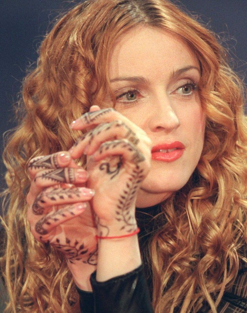 madonna henna hand tattoos c utare google henna pinterest henna hands hennas and madonna. Black Bedroom Furniture Sets. Home Design Ideas