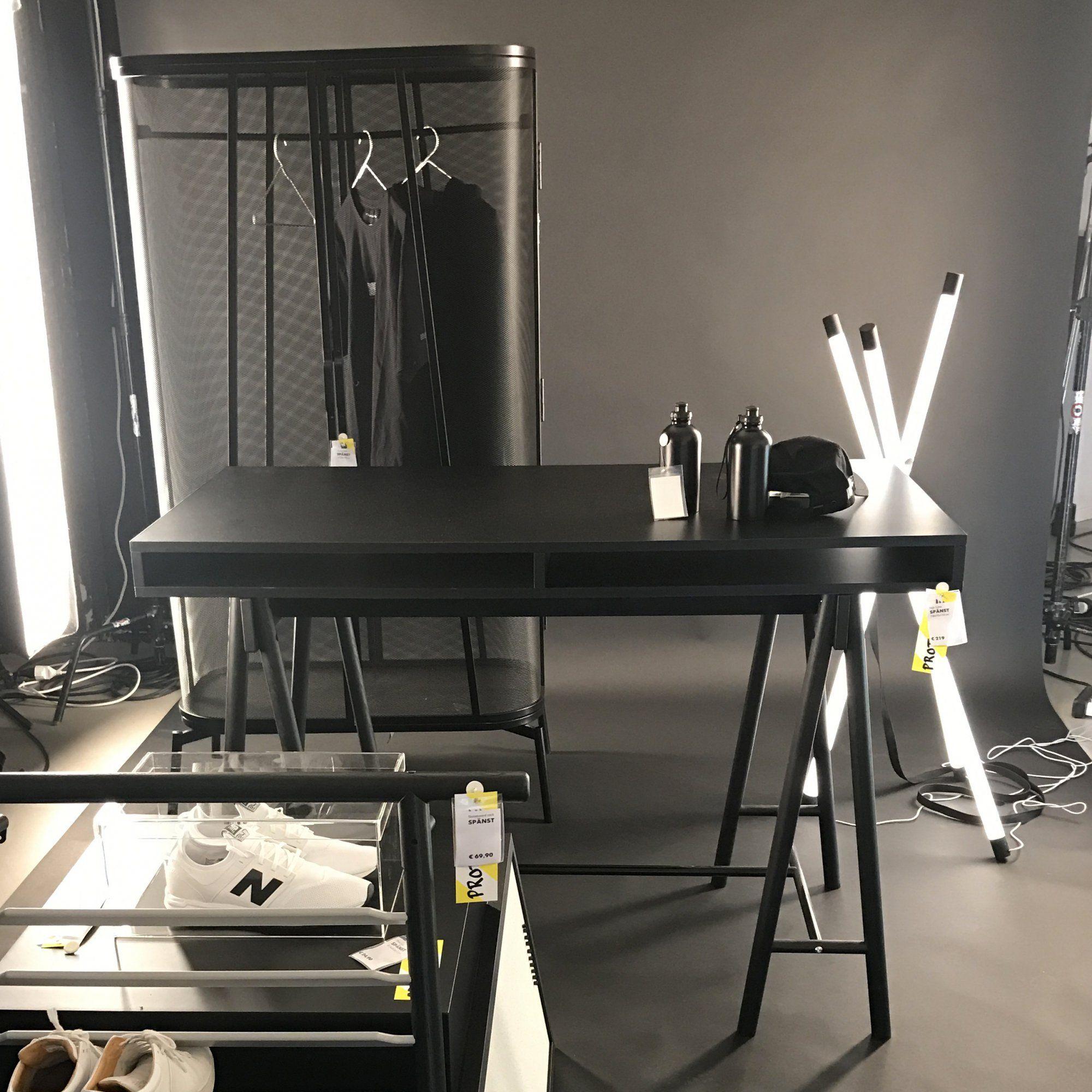 Bureau en bois noir et armoire monochrome collection Spnst par
