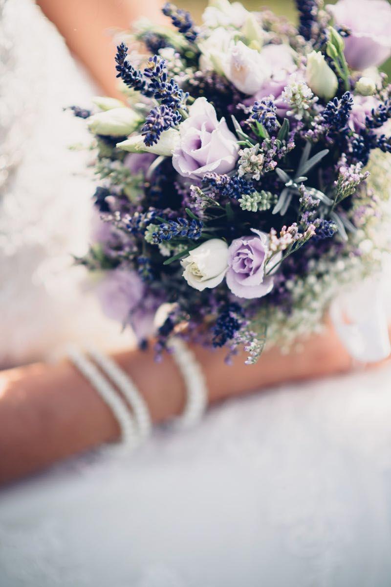 Brautstrauß in Lila und Weiß
