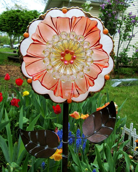 Glass garden art plate flower yard art suncatchers for Recycled glass garden ornaments