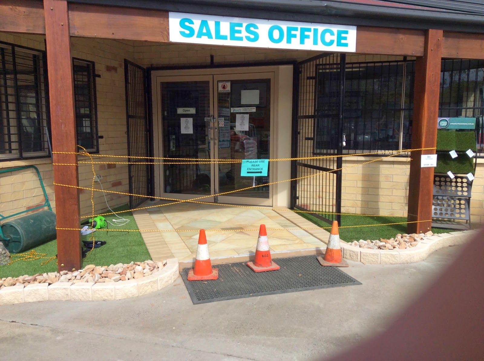 Laticrete Australia Conversations: Great Looking Shop Entrance