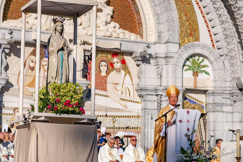 Messe sur l'esplanade de l'UNITALSI   by Sanctuaire Notre-Dame de Lourdes