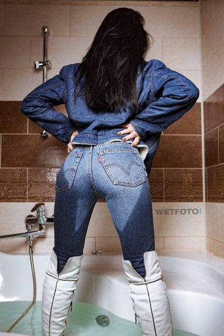 Fully Clothed Girl Takes A Bath Wearing Levis Jeans в 2019 г