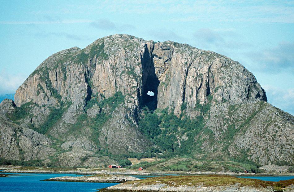 Самые невероятные скалы Земли (25 фото)