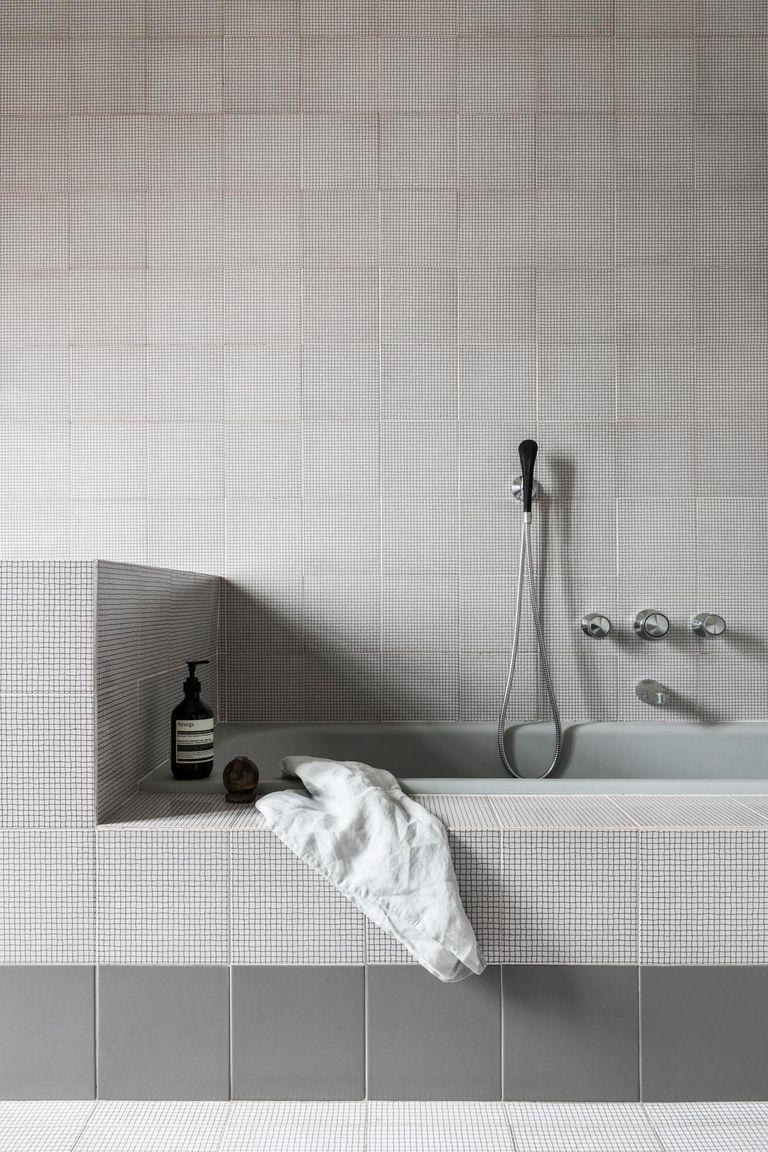 48 Chic Bathroom Tile Ideas You Ll Want To Recreate Right Now Bathroom Tile Designs Tile Bathroom Small Bathroom Tiles